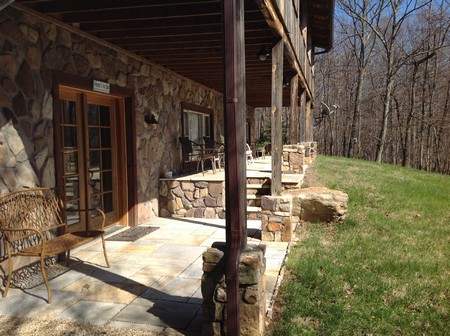Va mountain view log home 11 wooded acres for sale by owner for Cabin rentals near lexington va